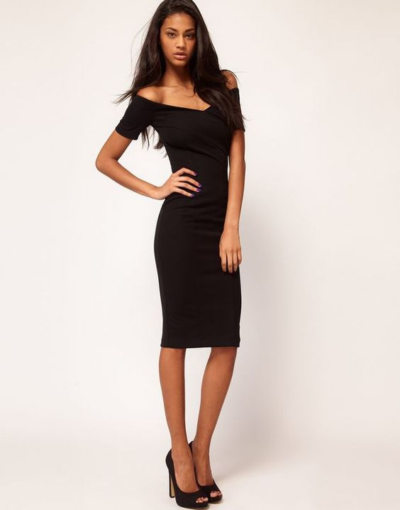 L'abito nero | Il little black dress è un must! Impossibile non averlo nel nostro guardaroba ;)