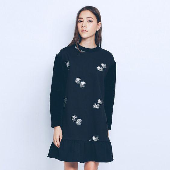 ZIZTAR Ziztar Swan Sweatshirt Dress (€180) ❤ liked on Polyvore featuring dresses, dressy dresses, longsleeve dress, sweatshirt dress, long sleeve print dress and flutter sleeve dress