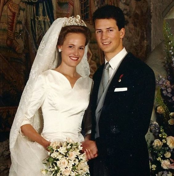 Luxarazzi: Wedding of Duchess Sophie in Bavaria, wearing the Douglas Floral Tiara owned by her mother's family, and Hereditary Prince Alois of Liechtenstein, 1993