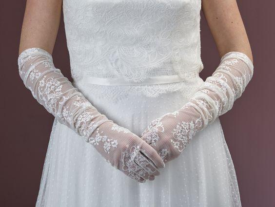 Gave kanten handschoenen voor een vintage bruidslook!