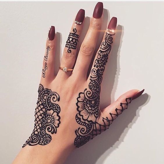 1 513 Likes 17 Comments Desi Couture Desi Couture On Instagram Lace Henna By Promyshennacavern Love It Henna Tattoo Designs Henna Designs Hand Henna