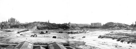 Região do Morro do Castelo em 1920. À direita podemos identificar o antigo Congresso Nacional, as igrejas de São José, e as da ordem do Carmo na Praça XV