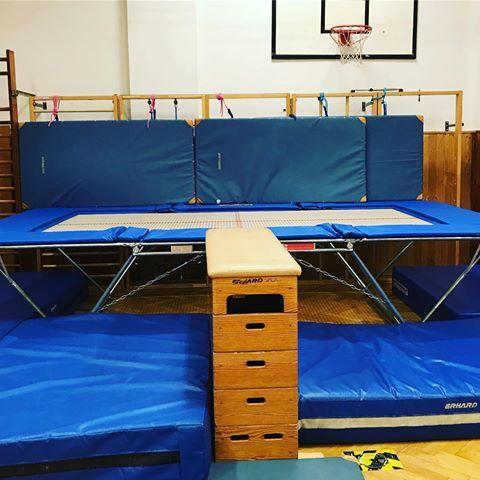 Xxl Trampolin Kinderturnen Kinderinbewegung Fitness Glucklich Springen Hupfen Hamburg Sport Aufbau Bewegungslandschaft P Loft Bed Home Decor Loft