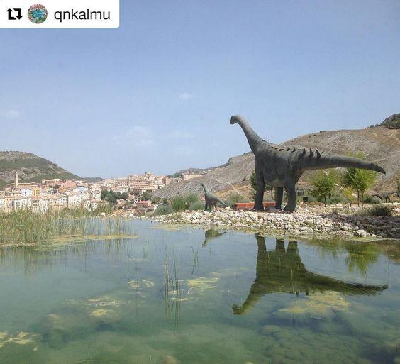 Hoy reposteamos esta gran foto de @qnkalmu  Quieres que publiquemos tus fotos de la provincia de Cuenca? Etiquétanos o usa el hashtag #zascandileandoporcuenca! Realidades que superan la ficción. #Cuenca #tierradedinosaurios #cuencaenamora #zascandileandoporcuenca