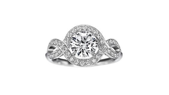 Harry Winston Lily Cluster http://www.vogue.fr/mariage/bijoux/diaporama/bagues-de-fiancailles-graphiques-diamants-solitaire/17994/image/988222#!bagues-de-fiancailles-harry-winston-lily-cluster-solitaire-diamants