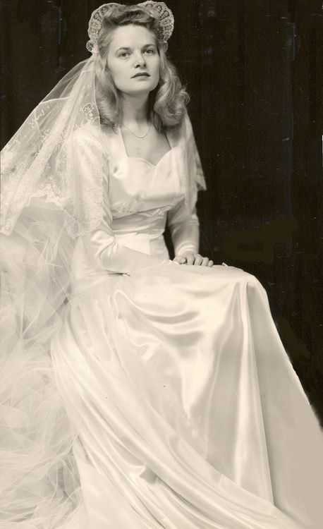 1940s headpieces and 1940s wedding dresses on pinterest for Vintage 1940s wedding dresses