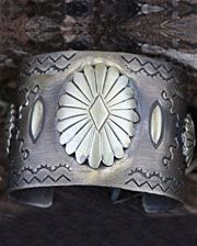 Sissie & Me�Ladies' Antique Silver Cuff With Daisy Concho - www.fortwestern.com
