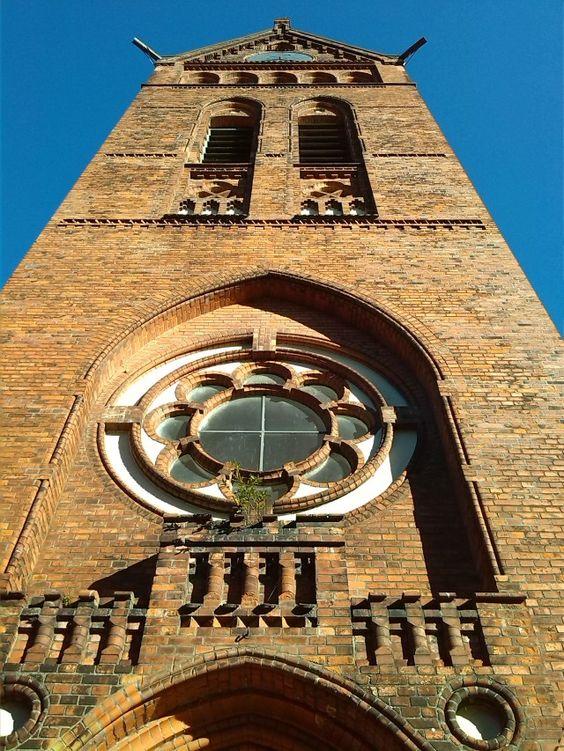 Das Schifferstädtchen Lauenburg/Elbe Maria-Magdalenen-Kirche – aus dem Jahr 1227 – am Elbschifffahrtsmuseum. #launeburg/elbe #kirche #altstadt #schleswigholstein