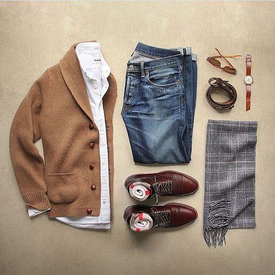 Veste laine beige, Jean Levi's 501, Chaussure Weston 180 daim marron, Chemise blanche, ceinturon daim marron, Echarpe grise, Lunettes Persol ecaille, montre JL marron.