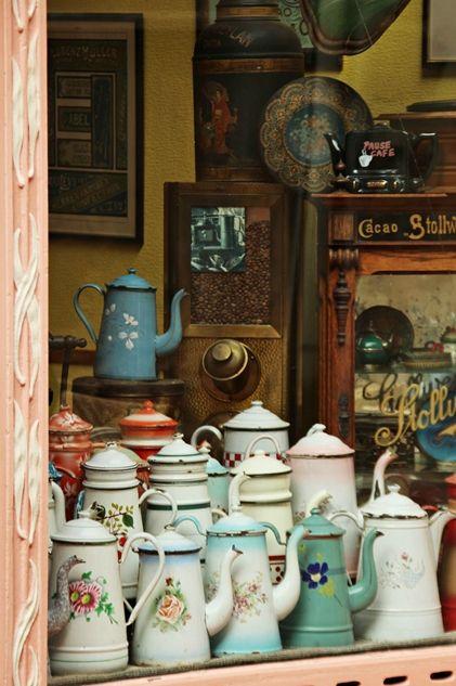 beautiful.quenalbertini: Vintage enameled coffee pots