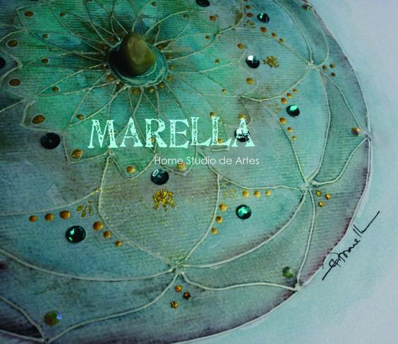 Mandala em aquarela com tons diferentes de verde e dourado. Cristal no centro. Diâmetro médio de 25cm.  Moldura branca padrão.