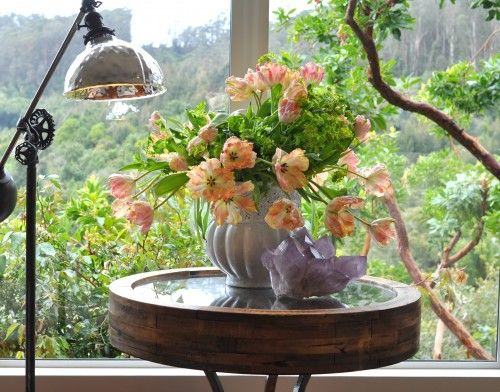 Rememeber when staging a home, or having an open house it is always a beautiful thing to have flowers.    www.harmonizehomes.com #staging