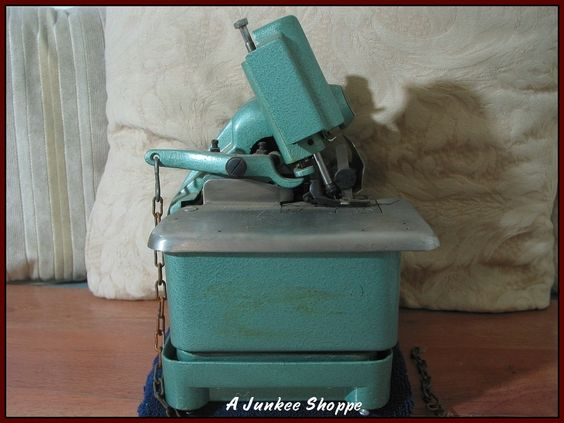 Mercury Over Lock M-81A-3 Sewing Machine 1940's or 1950's  Junk0930  http://ajunkeeshoppe.blogspot.com/