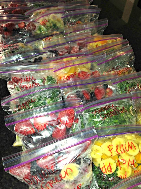 6 recipes for frozen smoothie packs. Great morning or afternoon energy boost.