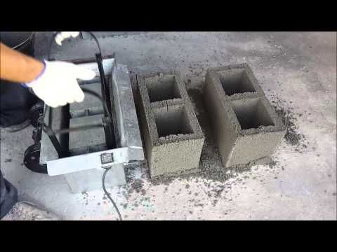 Mini Bloquera Manual Con Molde Intercambiable Maqtec Maquinaria Youtube Concrete Blocks Concrete Wall Panels Brick Molding