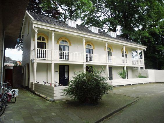 Het pand hereweg 22 1 in de stad groningen soms ook het javaanse huis genoemd is een - Koloniale stijl kantoor ...