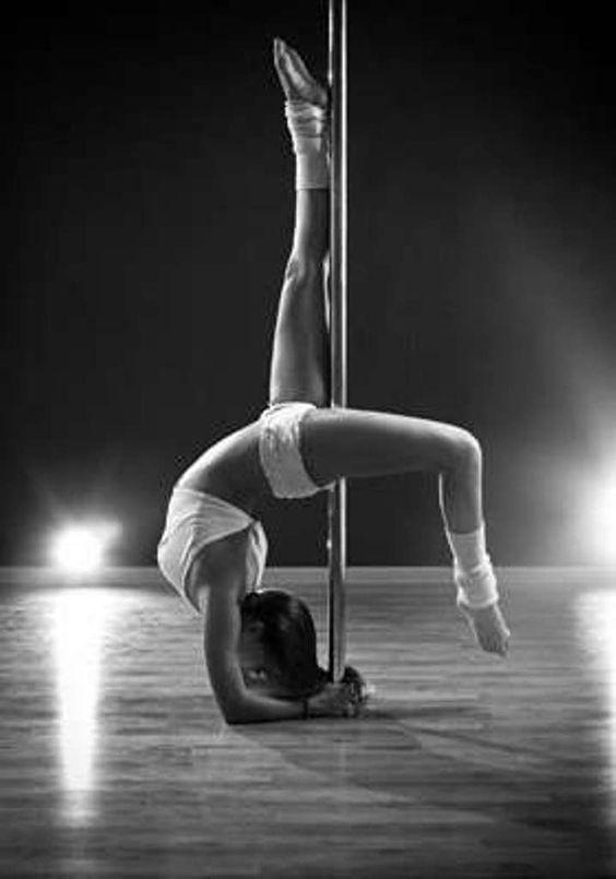 Un cours de pole dance pour votre EVJF