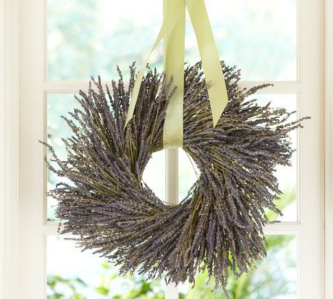 Dried Lavender Wreath... might have to do this tomorrow when I finish trimmin' the plants...