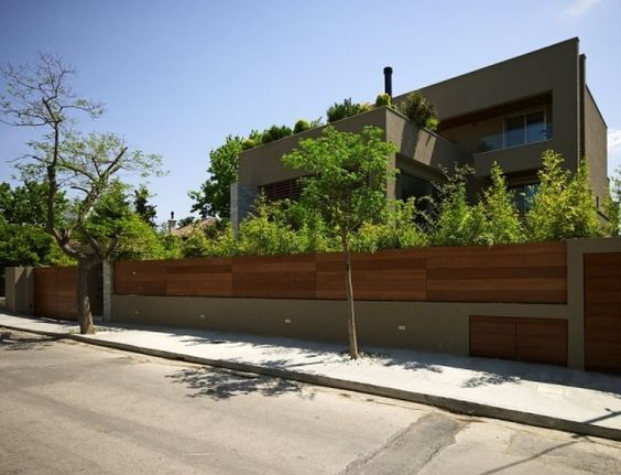 Modernes haus athen holz beton mauer wohnen pinterest for Modernes haus mit garten