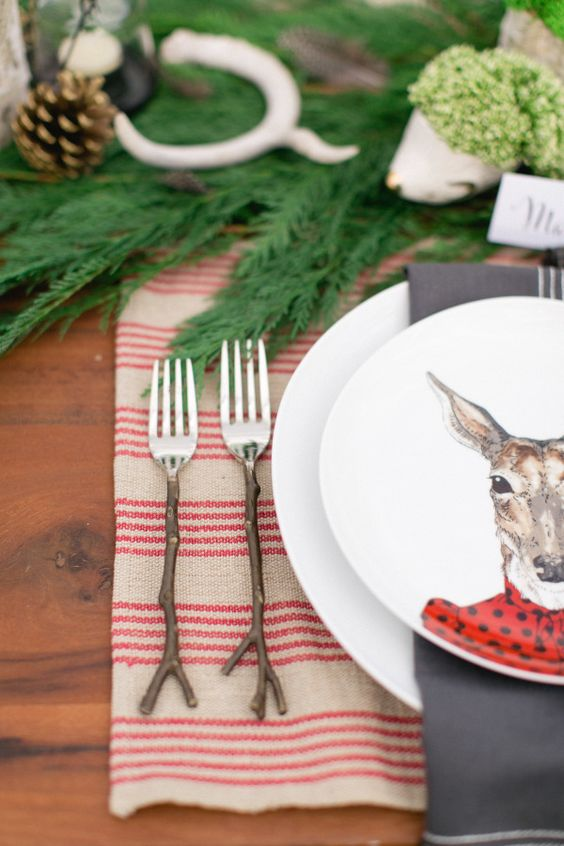 Whimsical woodland Thanksgiving table decor: Photography: Ruth Eileen - http://rutheileenphotography.com/: #woodland