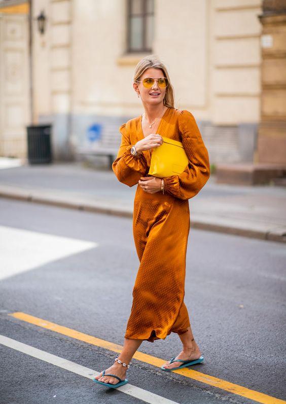 Pulseras tobillera y flip flops con vestidos femeninos- ElleSpain
