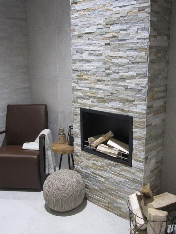 Steenstrips woonkamer, natuurstenen strips | Tegelstroken ...