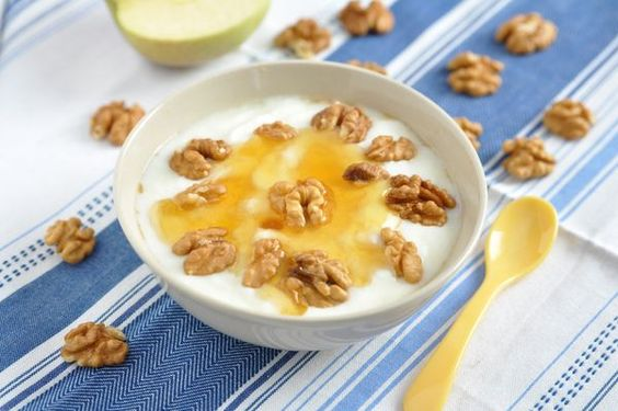 Greek yoghurt with honey.