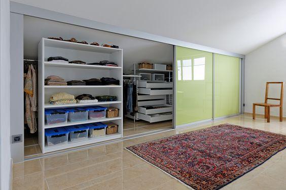 Unique Der perfekte Kleiderschrank im Dachzimmer im Schranksystem AUF uZU mit S ulen Schiebeelementen und Ladenkorpussen Front