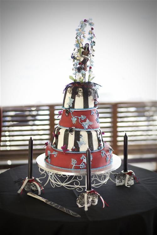 Love this wedding cake - so wish I had thought of a Tim Burton themed wedding...