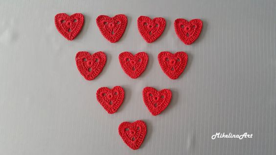 Crochet Heart Appliques Valentine's Day Decorations por MikelinaArt
