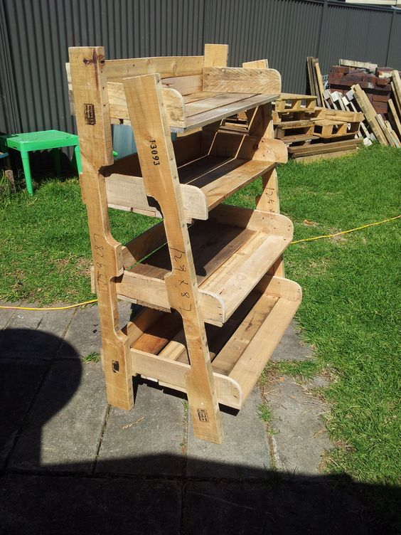 Pots pallets and plant stands on pinterest for How to make plant pots from pallets