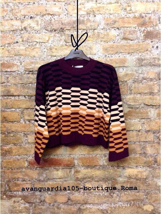 Maglione corto in viscosa pesante, lavorazione a maglia. Effetto optical