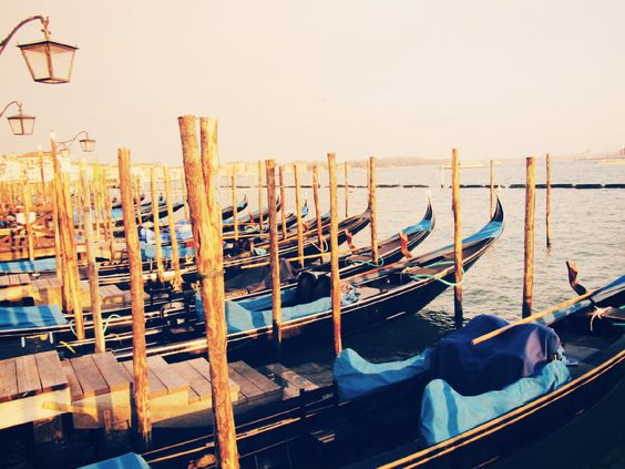 Gondeln in der schwimmenden Stadt - Venedig, Italien. ©Bastian Klenner