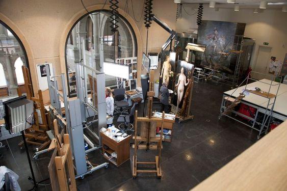 Trabajos de restauración en los talleres del Museo del Prado