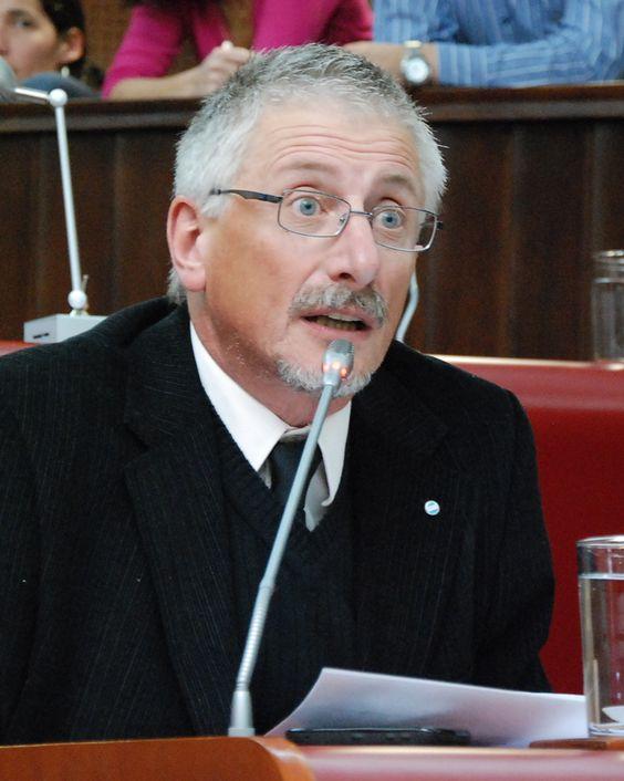 El jueves se tratará en la Legislatura el proyecto para incrementar coparticipación a los municipios http://www.ambitosur.com.ar/el-jueves-se-tratara-en-la-legislatura-el-proyecto-para-incrementar-coparticipacion-a-los-municipios/ Las minorías parlamentarias de Chubut lograron imponer fecha fija para este jueves para que se trate el proyecto de ley que incrementa en tres puntos los recursos coparticipables a los municipios, que fue presentado semanas atrás por el presiden