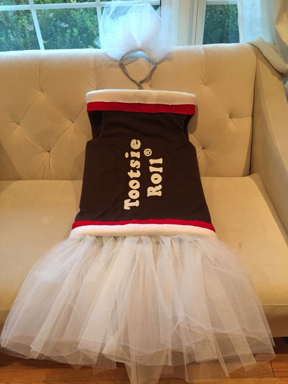 Home made tootsie roll costume for 9 yr old Gaby. Foam, fleece, adhesive felt, tulle, needle thread, stretchy head band and lots of hours, but really fun!