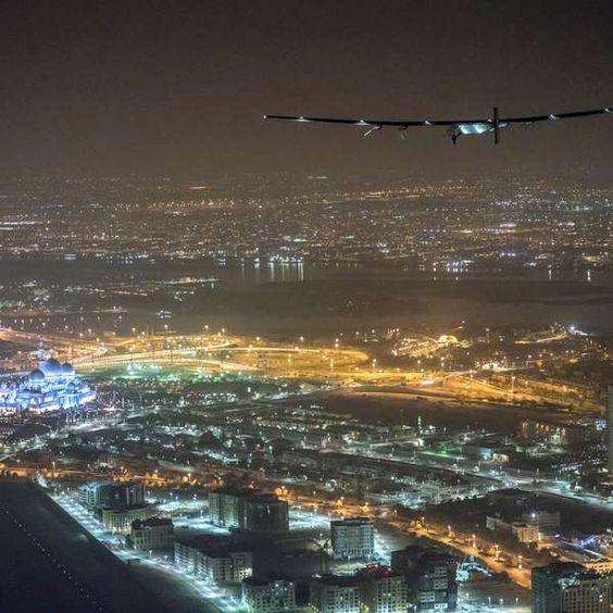 Avião movido a energia solar completa volta ao mundo