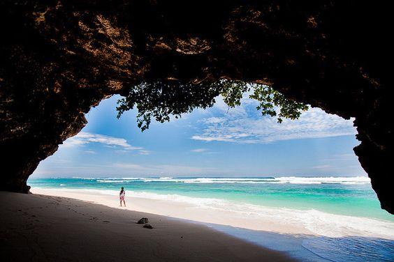5 hidden beach paradise that Balinese would never tell you (Abandoned utopia – Green Bowl Beach)