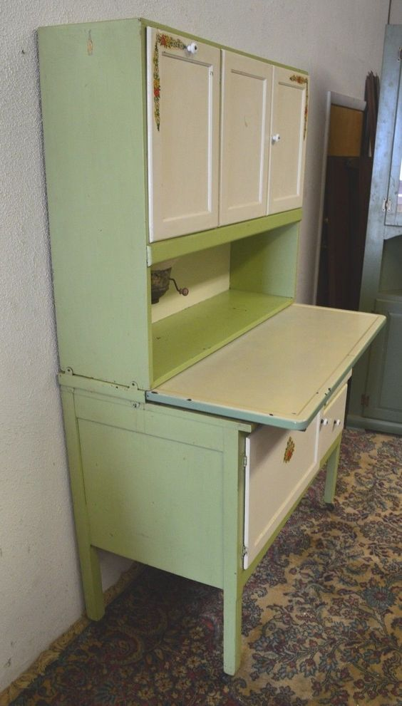 Hoosier cabinet porcelain and antiques on pinterest for Antique kitchen cabinets with flour sifter