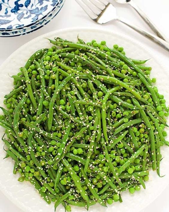 Sesame Ginger Green Bean Salad- One of the benefits of using sunflower oil, is it's fatty acid content. The oil contains palmitic acid, stearic acid, oleic acid, and linoleic acid, which contribute to it's ability to improve heart health, boost energy, give you more radiant skin, lower cholesterol, and even, reduce inflammation in the body. Along with a dose of healthy fat, this recipe delivers 10.4 grams of filling-fiber and is just under 200 calories. Now that's a dish we can get behind.