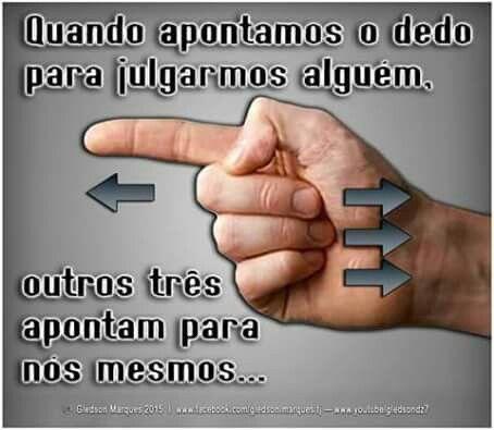 Quando apontamos o dedo para julgar alguém, outros três apontam pra nós mesmos...