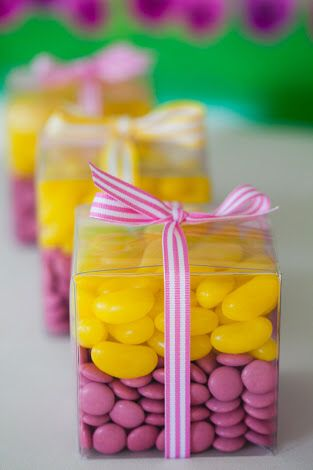 Doces amarelo e rosa