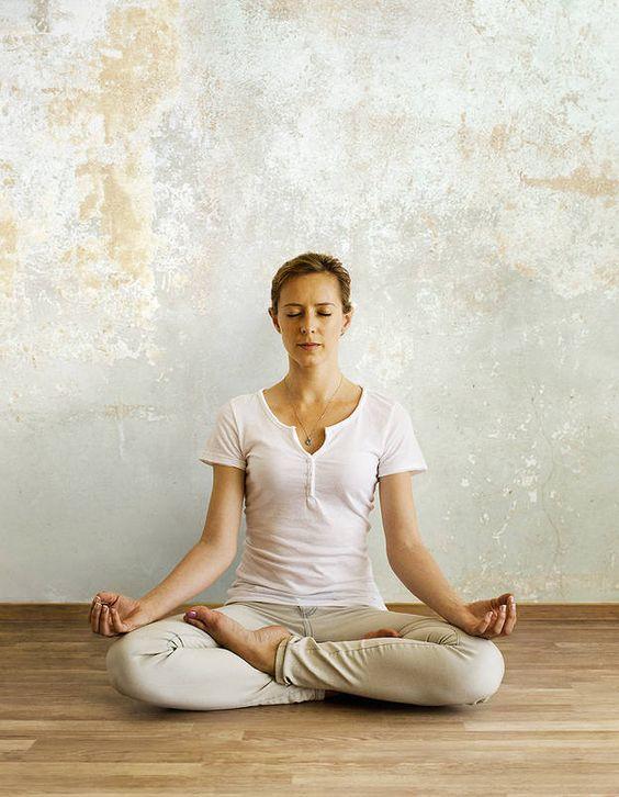 La sophrologie contre le burn-out.  Respiration et visualisation pour lutter contre le stress, c'est ce que propose le sophrologue Alain Lancelot. Son programme ? Des exercices simples pour enrayer l'épuisement professionnel.