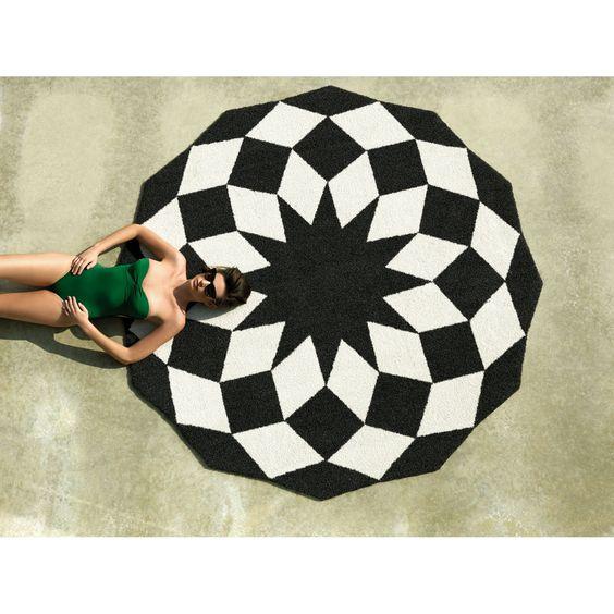 Vondom Alfombra de exterior Marquis Marquis es una de las alfombras de exterior de la firma Vondom. Está fabricada en polietileno y poliuretano para una...