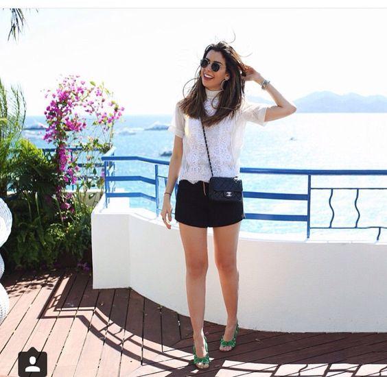Short preto + blusa branca = Camila Coutinho