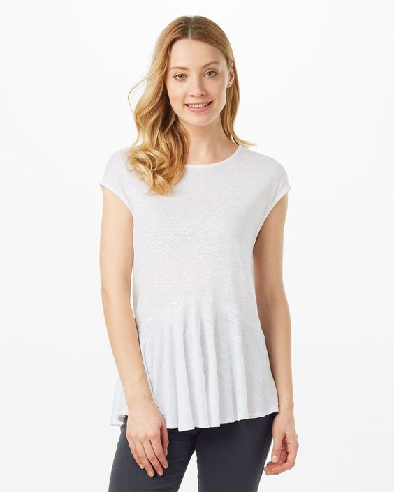 This lightweight linen top features cap sleeves and a round neck. The frill hem brings a trend-led touch to your look.