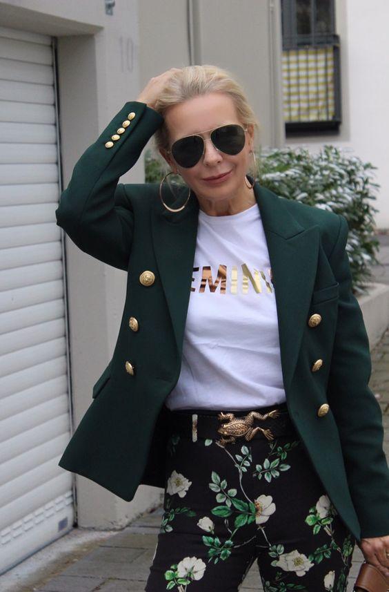 Blazer Balmain grün... Sonnenbrille Victoria Beckham ... Gürtel mit goldener Frosch Schnalle ... Blumenhose H&M ... schokoladenjahre .blog