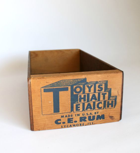 Vintage Small Toy Box Wood by carpebellus on Etsy #vintage #storage