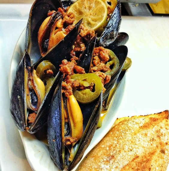pub beer steamed mussels: p.e.i. mussels steamed in beer with bacon ...