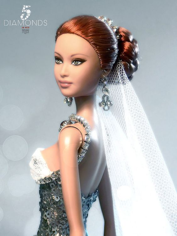 5 Diamonds in Red Refugio Rosa Barbie Doll 2014